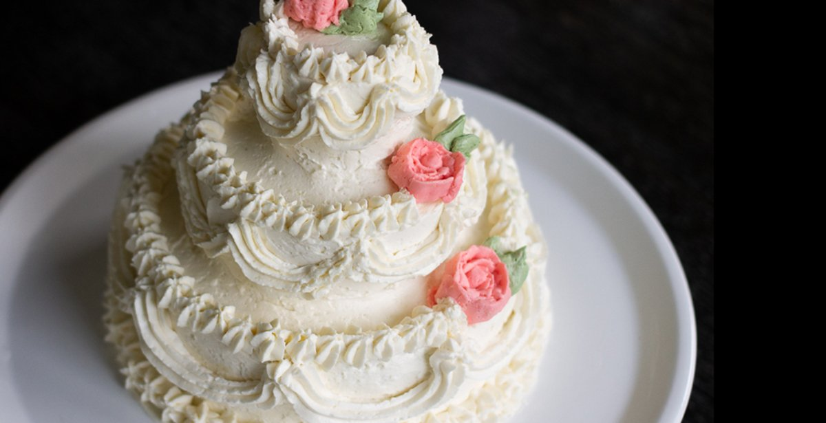 sweet recollections: celebrate a wedding anniversary with a mini replica of your wedding cake